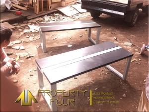 Kursi ruang kayu rangka besi front office1